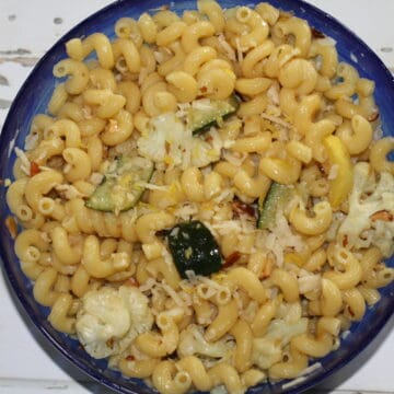Easy Spring Pasta With Lemon in a blue bowl