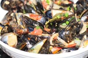 Mussels with Tomatoes & Wine Sauce