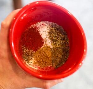 chicken fajitas seasoning in a small red bowl
